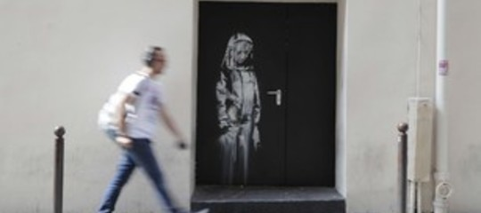 Rubata la porta del Bataclan dipinta da Bansky