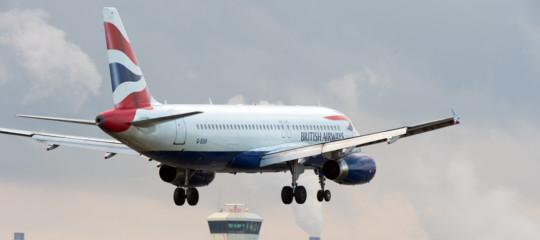 aereo atterra per sbaglio a edimburgo