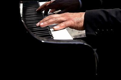 Cellulare squilla alla Scala, pianista si blocca