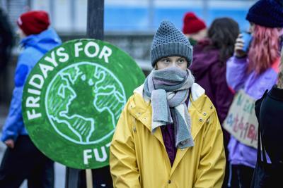 Greta torna a protestare davanti al parlamento svedese