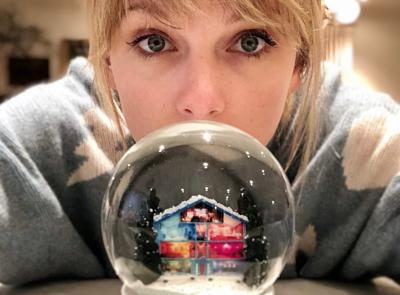 'Christmas Tree Farm', Taylor Swift canta il Natale dell'infanzia