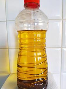 Mai nel lavandino: vademecum per smaltire bene l'olio da cucina