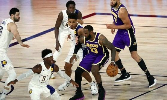 Basket Nba: Phoenix sogna l'ultimo pass play off, Antetokounmpo si arrende a Doncic