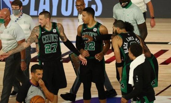 Basket, Nba: Jokic regala la semifinale a Denver, Boston-Toronto sul 2-0