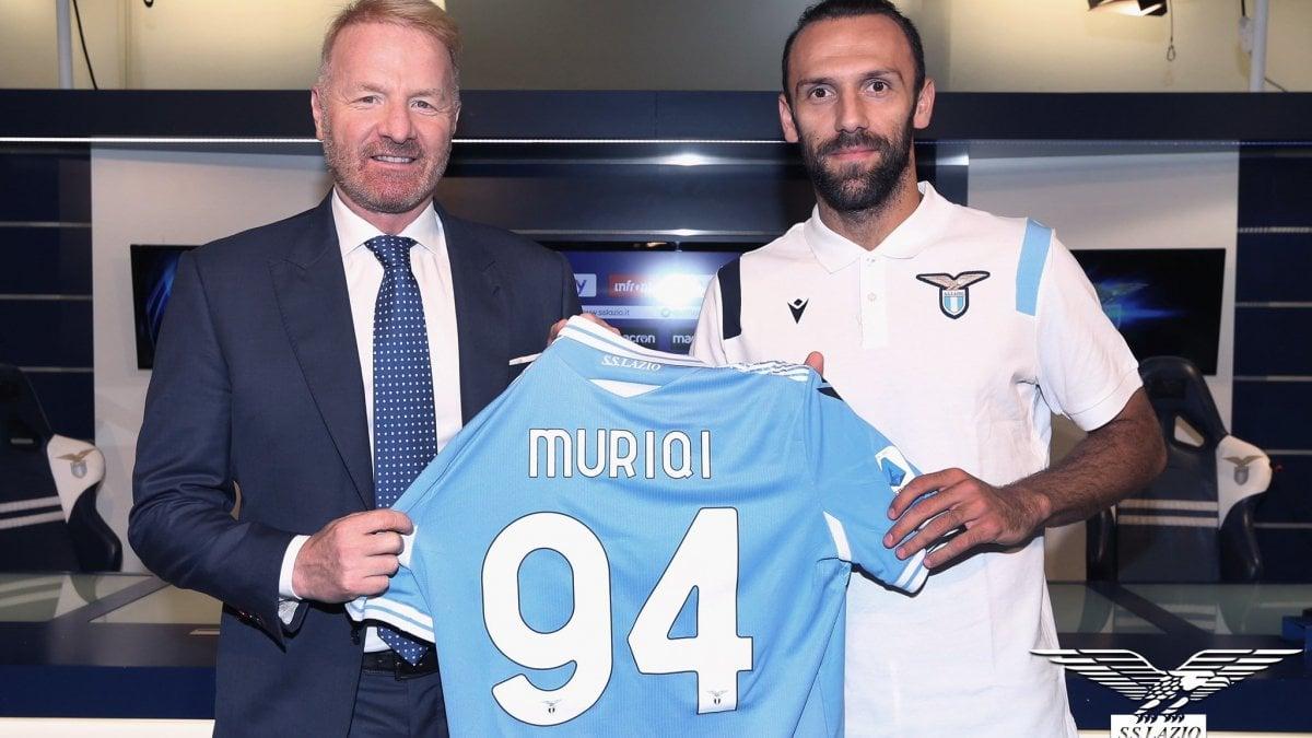 Lazio decollata per Genova, Muriqi verso l'esordio. Per Vavro domani giorno verità