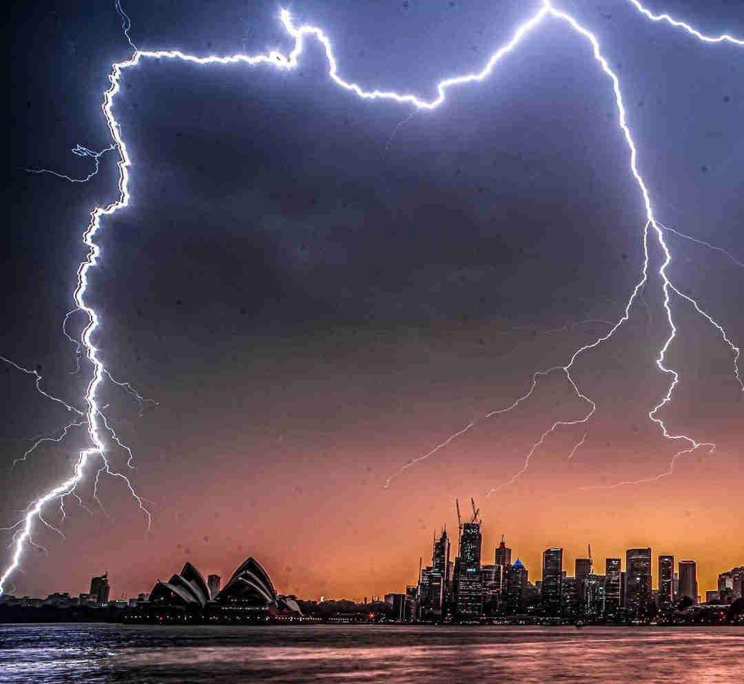 Sydney sotto tempesta elettrica
