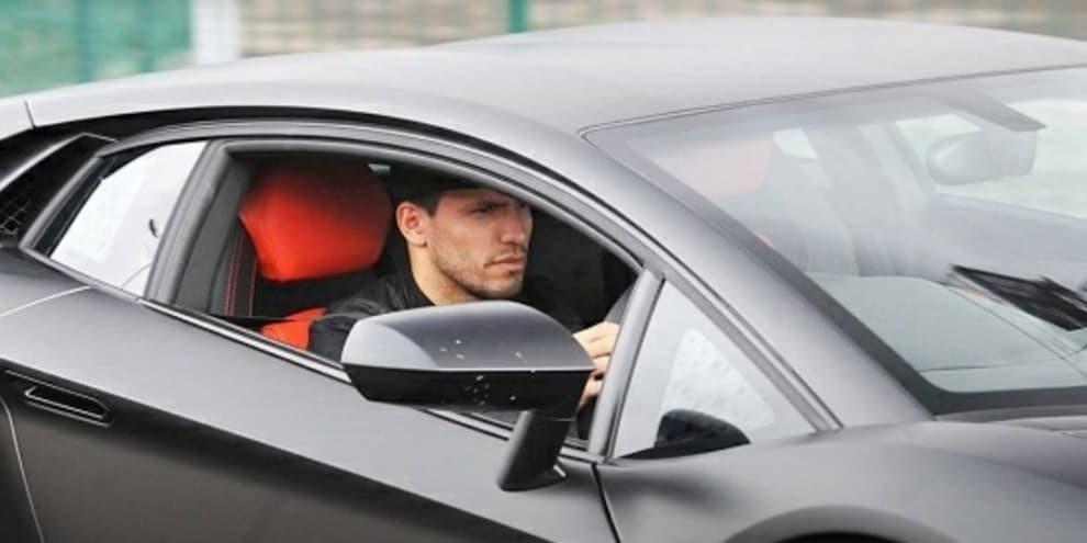 Sergio Aguero e il suo costoso parco macchine