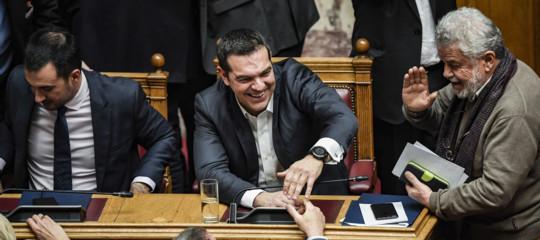 grecia tsipras fiducia macedonia