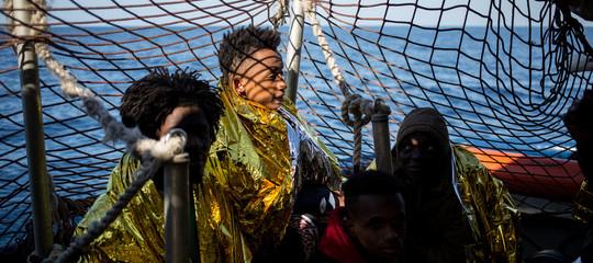 La procura di Catania chiede che vengano fatti sbarcare i minori della SeaWatch