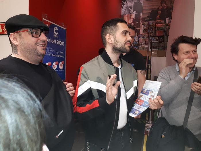 Torino, bagno di folla per Mahmood in Feltrinelli