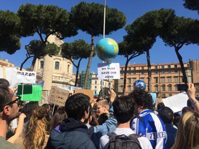 A Roma ragazzi e ragazze in piazza: 'Tu da che parte stai?' /Foto