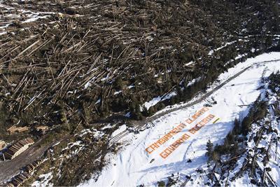 Greenpeace in azione in Val Visdende: Governo bocciato su clima